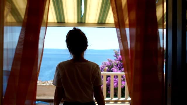 vídeos de stock e filmes b-roll de mother and child on the mediterranean coast - sri lanka