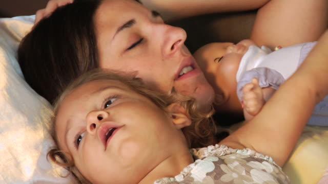 stockvideo's en b-roll-footage met mother and daughter relax - minder dan 10 seconden