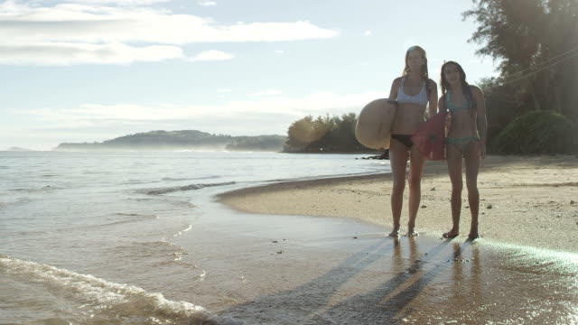 Mother and daughter surfers video