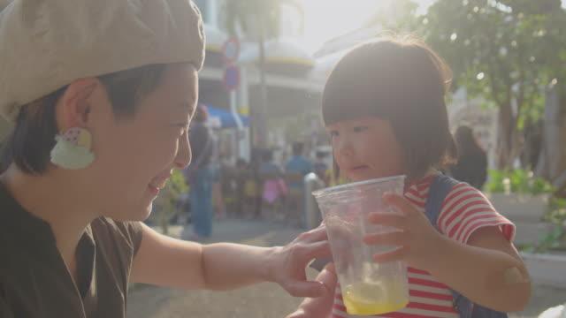 母と娘  - 家族 日本人点の映像素材/bロール