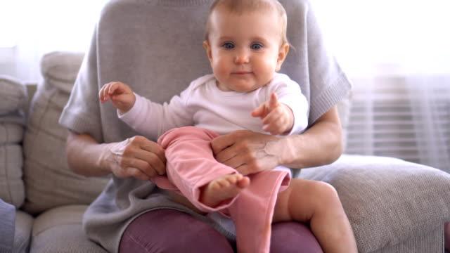 vídeos de stock e filmes b-roll de mother dressing up her cute baby girl - europe points