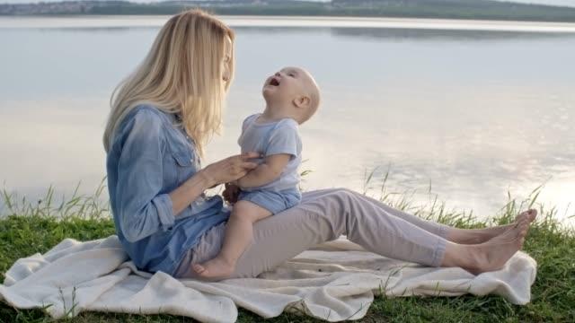 mother tickling adorable baby boy - fare il solletico video stock e b–roll
