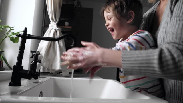 mother washing hands with a toddelr boy - igiene video stock e b–roll