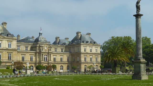 Motion lapse of Luxembourg garden and palace