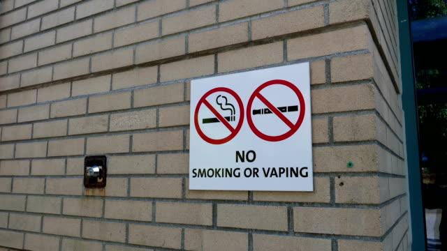 Bewegung der Nichtraucherzone, einschließlich Elektronische Zigaretten Schild an Wand – Video