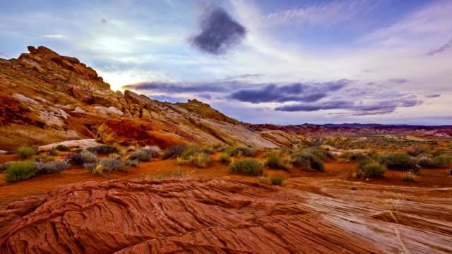 moto time-lapse di tramonto del red rock canyon - nevada video stock e b–roll