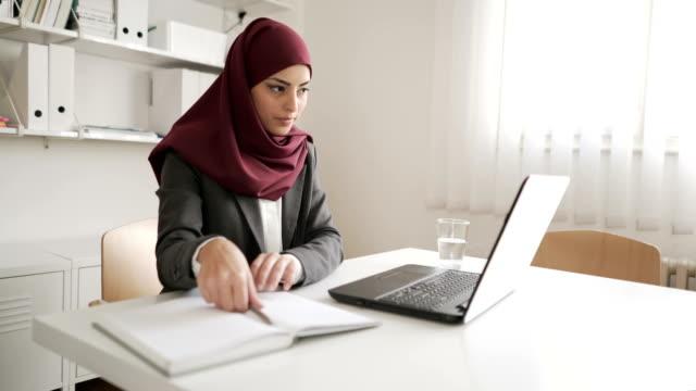vídeos y material grabado en eventos de stock de motivados y ambiciosos - islam