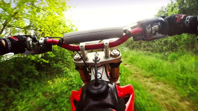 vidéos et rushes de motocross enduro moto équitation pov - moto sport