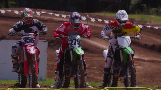 motocross racers at starting gate - motocross video stock e b–roll