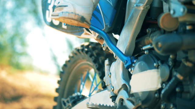 motorbike is getting taken off from the brakes - motocross video stock e b–roll