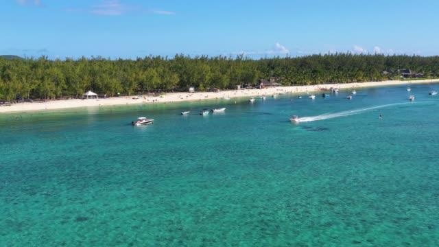 motorbåt i rent vatten ur mauritius kust - turistbåt bildbanksvideor och videomaterial från bakom kulisserna