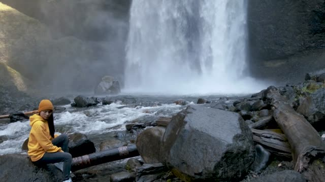 Video Moul Falls, the most famous waterfall in Wells Gray Provincial Park in British Columbia, Canada