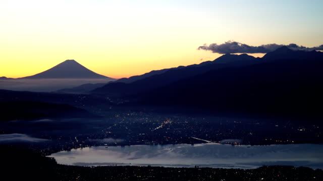 vidéos et rushes de mont fuji et la vue de la nuit - fuji yama