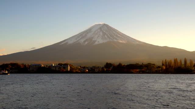 河口湖、日本から見た富士山 - 富士山点の映像素材/bロール