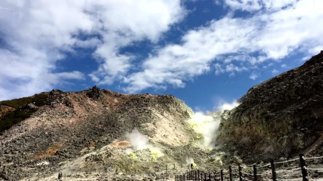 montera iwo (iwo-yama), akan national park, japan. - akan nationalpark bildbanksvideor och videomaterial från bakom kulisserna