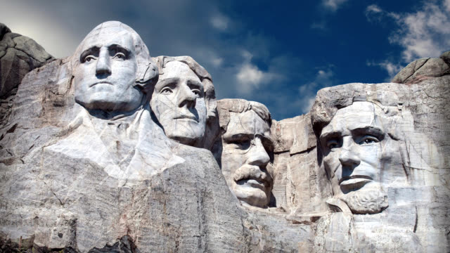 vídeos y material grabado en eventos de stock de monte rushmore monumento nacional - esculturas con rostros de cuatro presidentes estadounidenses - mount rushmore