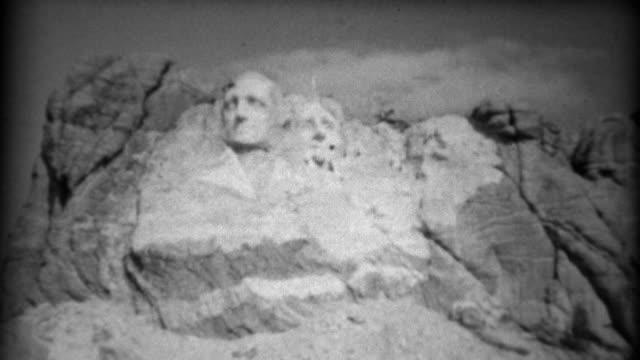 vídeos y material grabado en eventos de stock de 1937: monte rushmore monumento nacional bajo construcción cerca. - mount rushmore