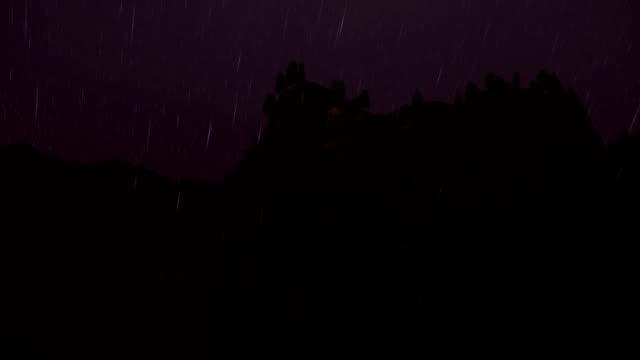 vídeos y material grabado en eventos de stock de monte rushmore timelapse sunrise, de noche lluviosa a día soleado - mount rushmore