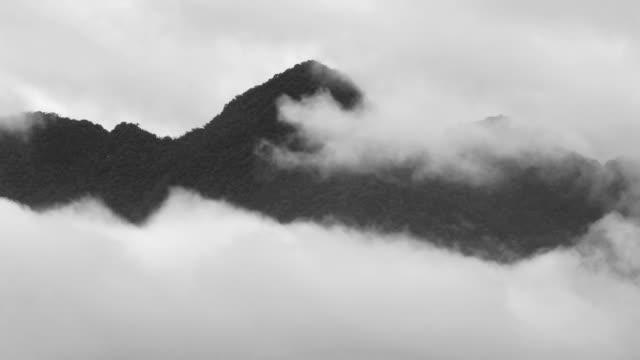 berg och moln - stillsam scen bildbanksvideor och videomaterial från bakom kulisserna