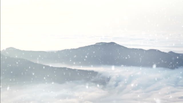 hd: mountain landschaft über den wolken, godrays - schneeflocke sonnenaufgang stock-videos und b-roll-filmmaterial