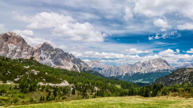mountain landscape time lapse - paesaggio collinare video stock e b–roll