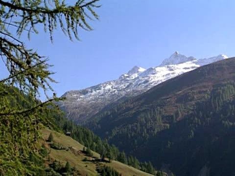 горы панорама в швейцарии - центральная европа стоковые видео и кадры b-roll
