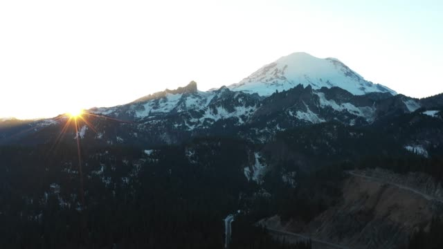 Mountain Peak Sun Rays Flare Backlight View Mount Rainier