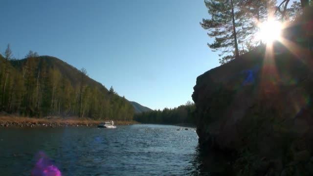 mountain river temnik in sunlight at border of baikal. - ekoturystyka filmów i materiałów b-roll