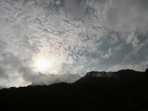 mountain sky upływ czasu - ekoturystyka filmów i materiałów b-roll