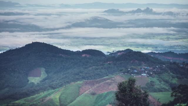 mountain village misty landscape - 州立公園 個影片檔及 b 捲影像