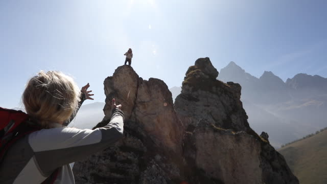 Mountaineer throws rope lifeline to companion