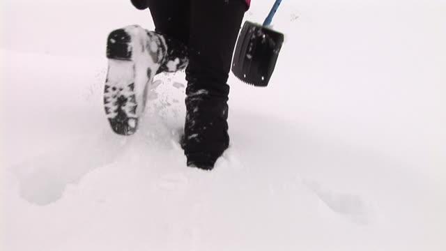 hd: mountaineer - djupsnö bildbanksvideor och videomaterial från bakom kulisserna