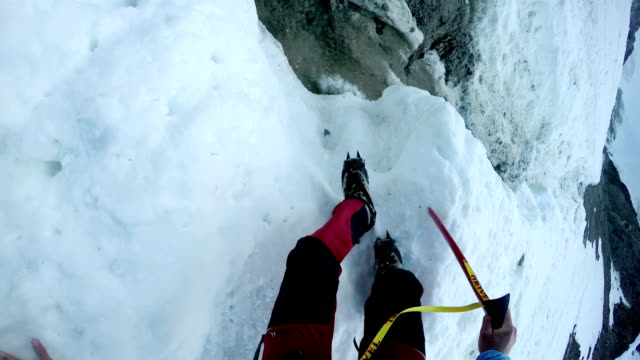 mountaineering pov walking uphill on a glacier couloir. mont blanc, france - monte bianco video stock e b–roll