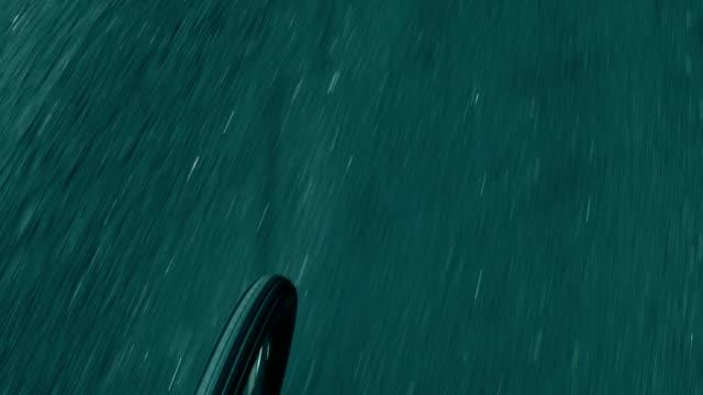 dağlık araba yol ve iplik bisiklet tekerleği. fullhd gimbal stabilize atış - zakopane stok videoları ve detay görüntü çekimi