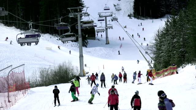 stockvideo's en b-roll-footage met bergen ski resort bansko bulgarije - natuur en sport achtergrond, 4k - kampioenschap