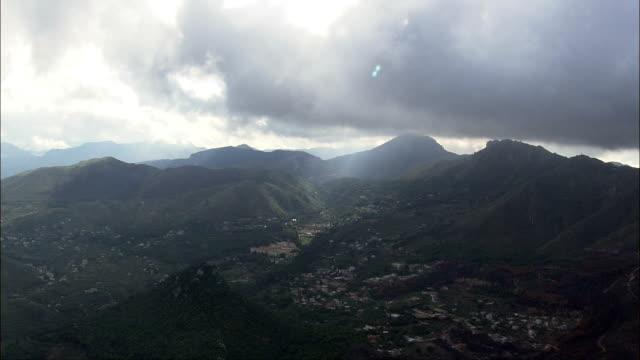 山脈の南パレルモ航空写真シチリア、州の パレルモ 、monreale,イタリア - モンレアーレ点の映像素材/bロール