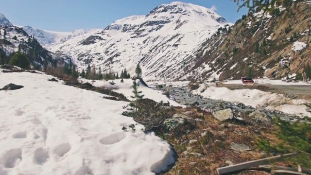 vídeos de stock, filmes e b-roll de montanhas spring aerial 4k - tyrol state austria