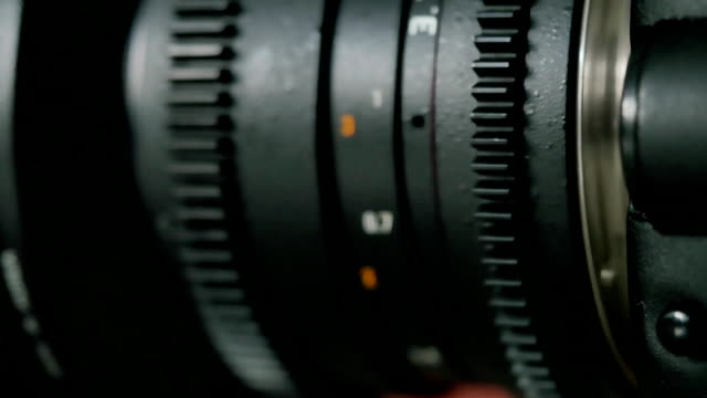 mounting the lens on the camera video