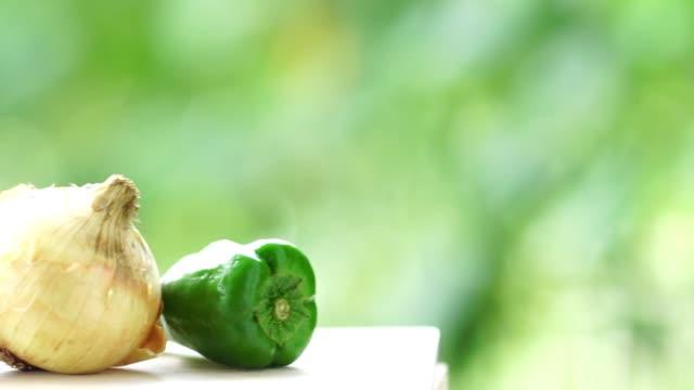 vídeos y material grabado en eventos de stock de película de cerca vegetal - pimiento verde