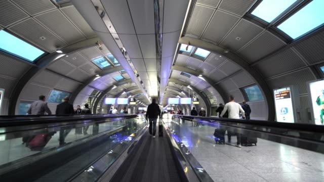 移動空港エスカレーター ビデオ