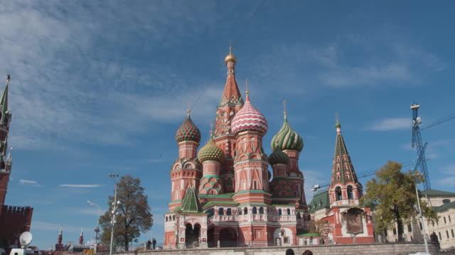 ryssland. moskva - 2014: tl flyttar runt i st basil's cathedral - vasilijkatedralen bildbanksvideor och videomaterial från bakom kulisserna
