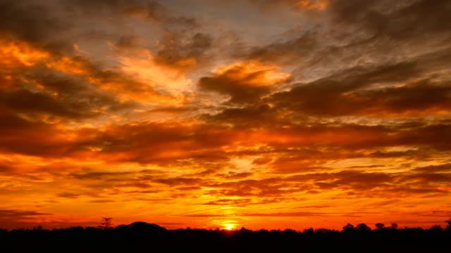 flytta moln vid sunrise time lapse - high dynamic range imaging bildbanksvideor och videomaterial från bakom kulisserna