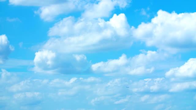 4k nuvole in movimento time lapse - passare davanti video stock e b–roll