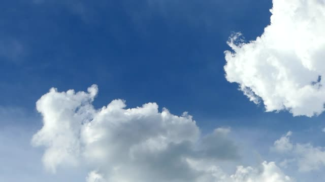 vídeos de stock, filmes e b-roll de movendo nuvens - cirro