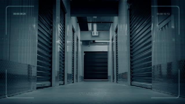廊下セキュリティ ドローン pov下へ移動 - 廊下点の映像素材/bロール