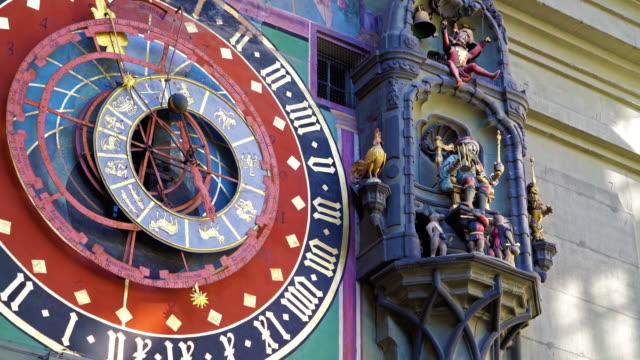 Beweglichen Figuren der Zytglogge, mittelalterlichen Uhrturm, Bern, Schweiz – Video