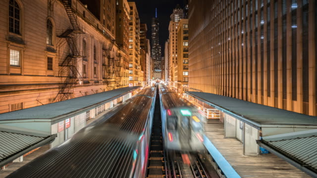 T/L WS Moving metro trains at night / Chicago, USA