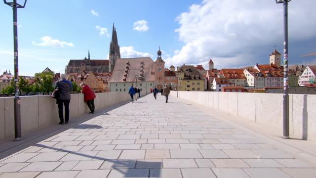 Umzug auf der Alten Steinbrücke in Regensburg – Video