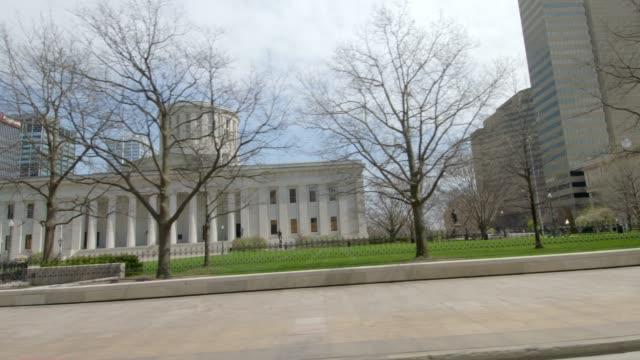 moving shot of columbus state capital building - stolice filmów i materiałów b-roll