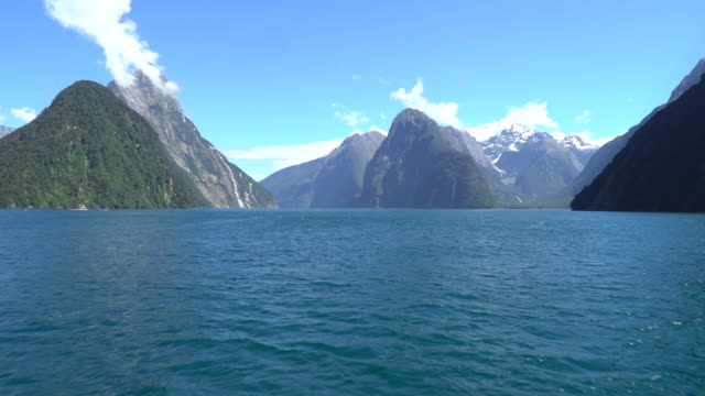 moving through beautiful mountains and water fiord in new zealand. - fiordo video stock e b–roll